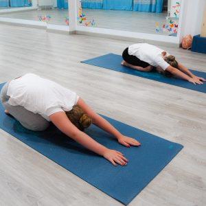 yoga aéreo aeroyoga niños infantil Zahir Ávila